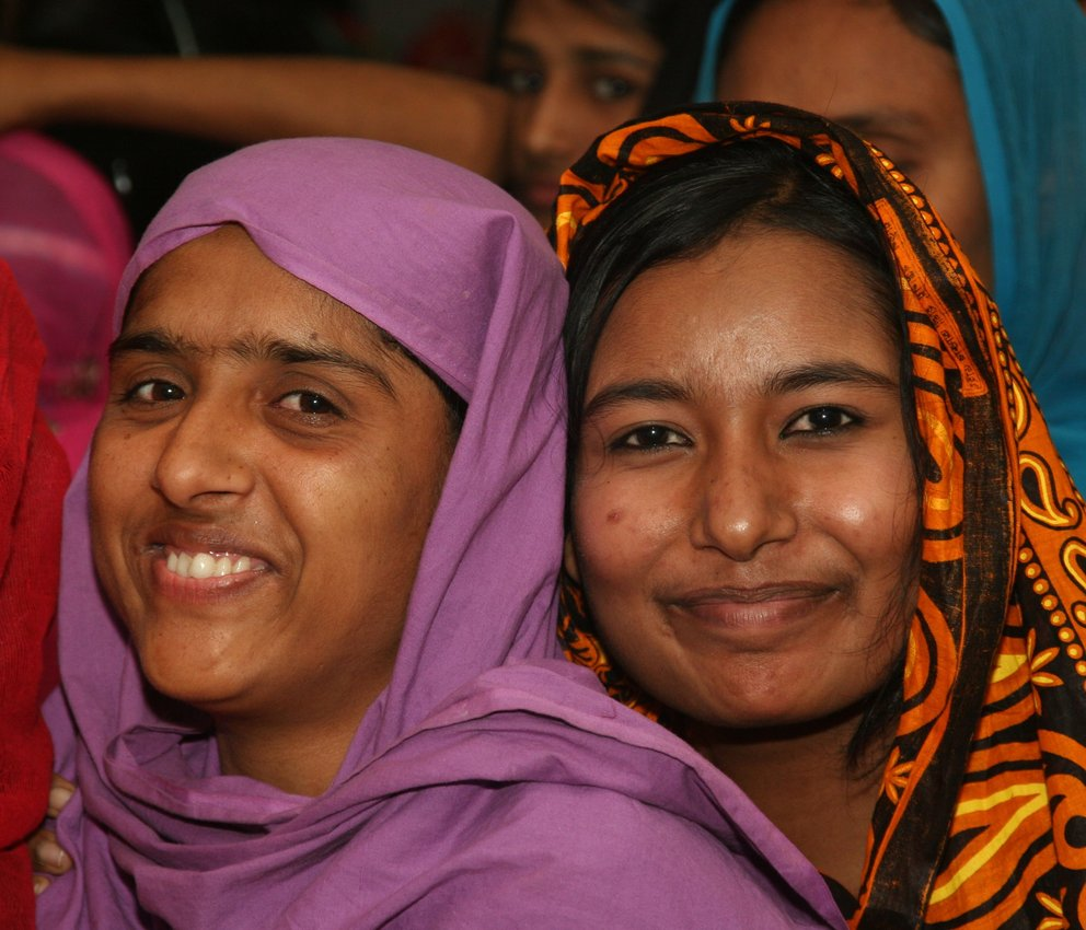 bangladesh women smiling